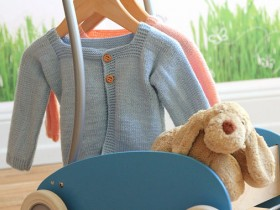 knitted_baby_sweater_bleu